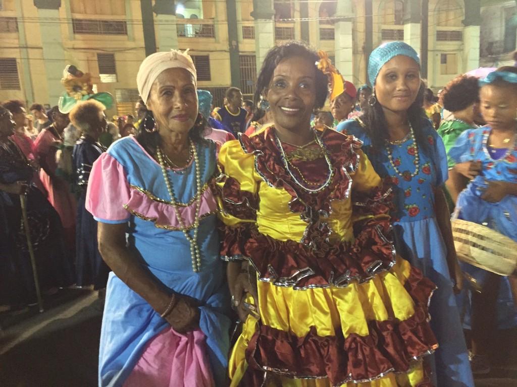 Santiago Carnaval ladies
